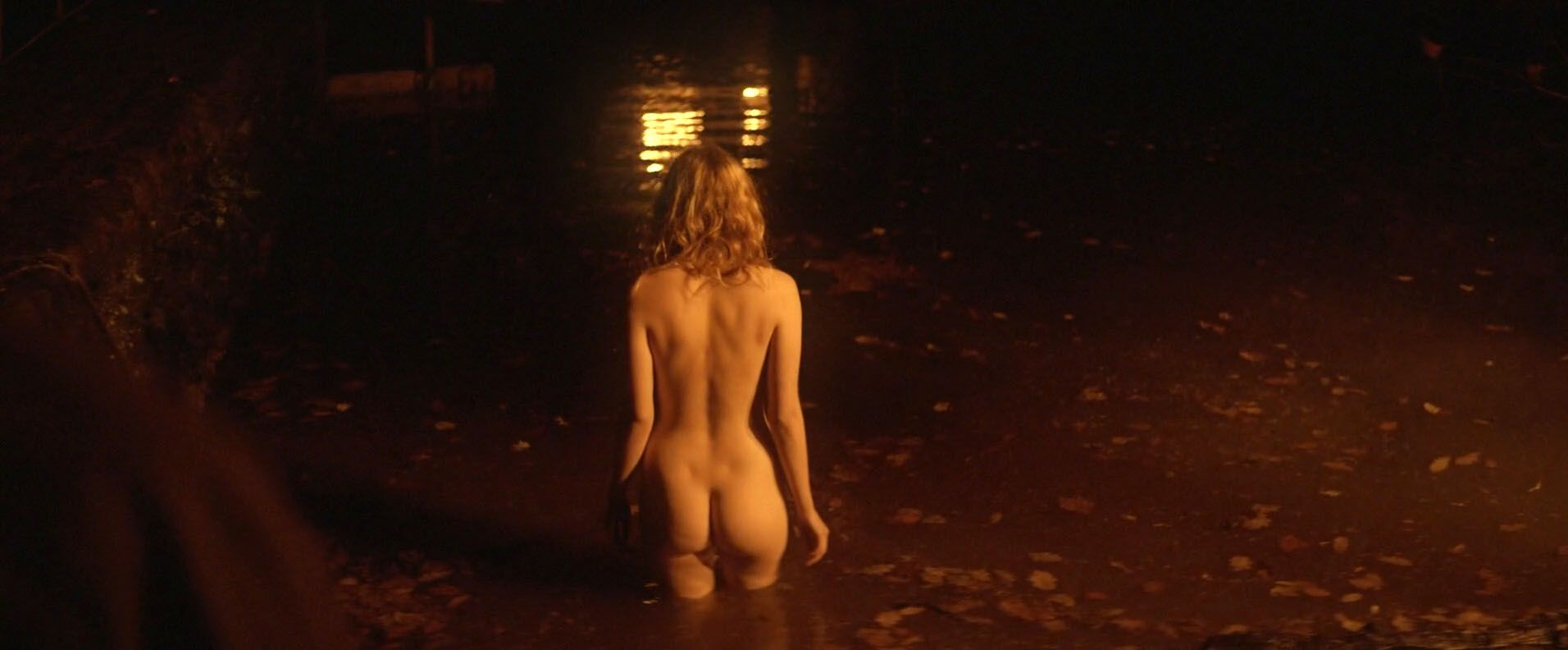 Hannah-Murray-Elinor-Crawley-Nude-6
