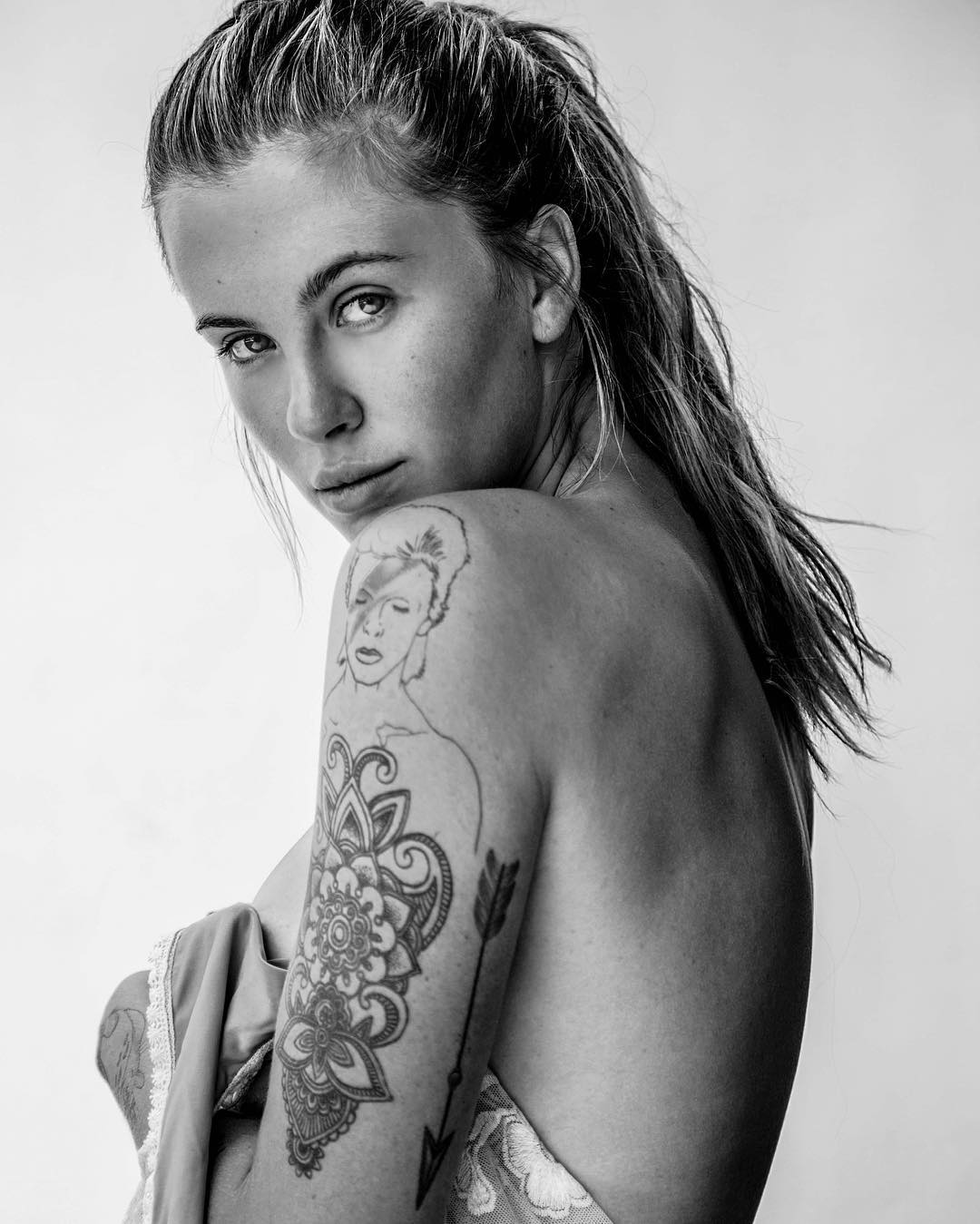 Ireland-Baldwin-Topless-1 (1)