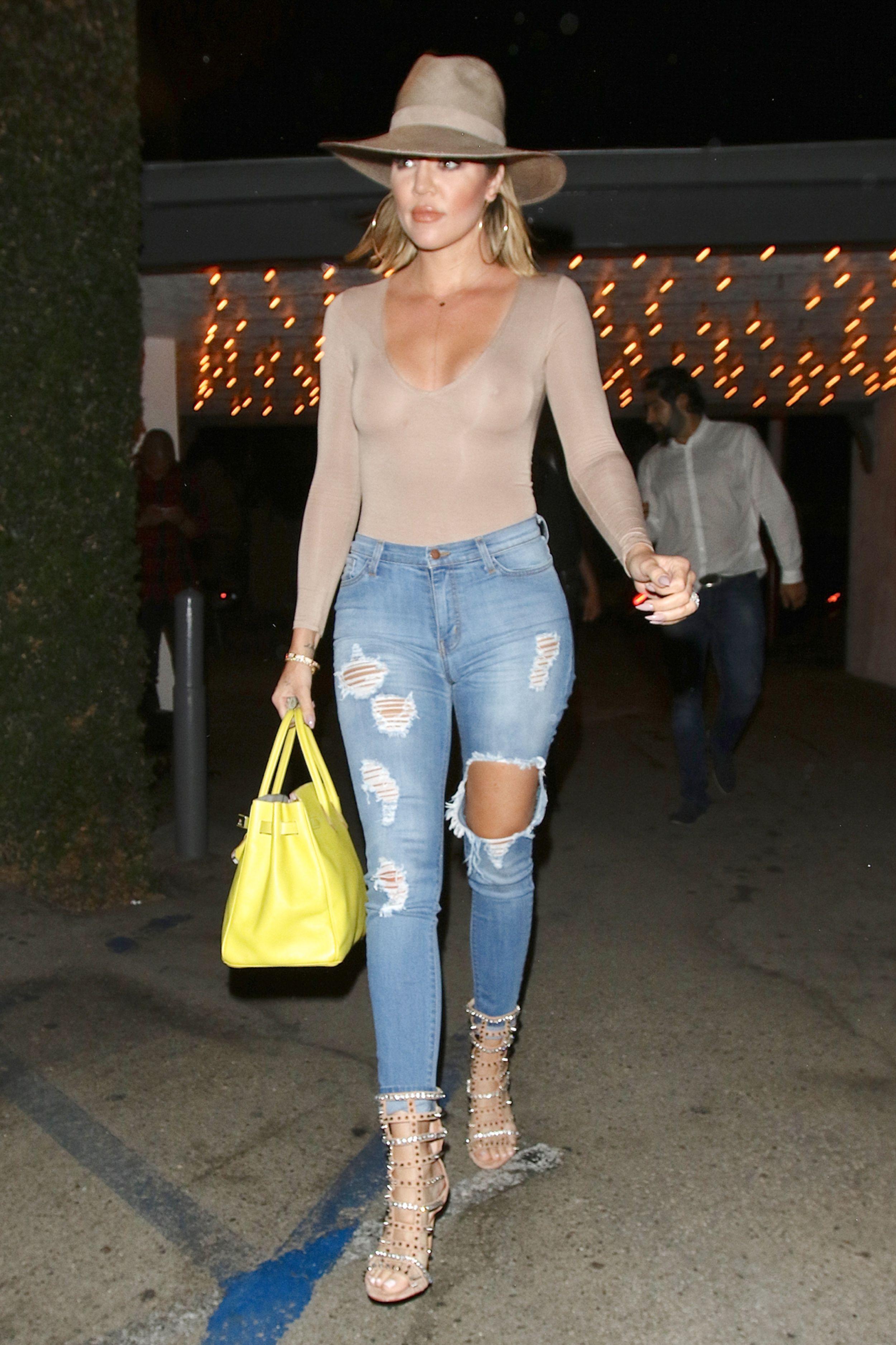 Khloe-Kardashian-Braless-5-1