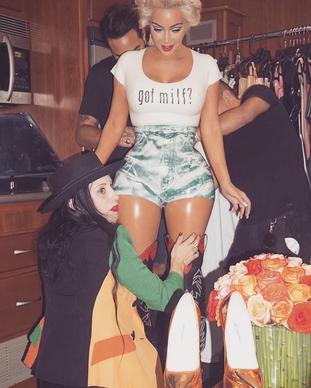 Kim-Kardashian-Sexy-Topless-3 (1)